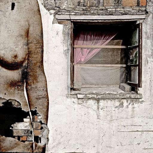 Near Life Experience - House facade Suzhou with life model