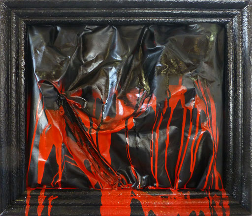 """""""éruption"""" ,cm 63 x 71,5 /Technique mixte sur toile avec fermeture éclair /Année 2016 /Publié www.ritzow. com /Exposé Galleria ArteCapital Brescia, Showroom Ritzow Milano, Galerie Kunst und Medizin Berlin, Au verso Signature, Année, Timbre"""