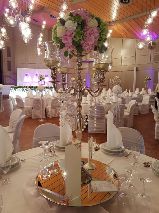 Kerzenständer Blumengesteck Hortensien Eukalyptus