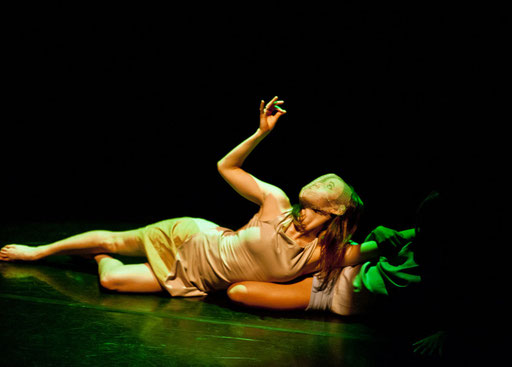 Provisional Landscapes - by Avatâra Ayuso; Lilian Baylis Studio, Sadler's Wells Theatre, London; dancers: Avatâra Ayuso, Estela Merlos; photo: Pau Ros