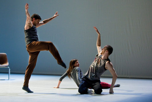 Theatrical Arsenal 2 - by William Forsythe; dancers: Ander Zabala, Roberta Mosca, Cyril Baldy; photo: Sylvio Dittrich