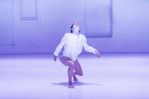 BOIDS - by: Moritz Ostruschnjak, Schwere Reiter München, dancer: Chiaki Horita, photo: Jubal Battisti