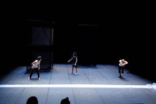 Tansu - by Yoko Ando; dancers: Yoko Ando, Amancio Gonzales,  ; photo: Tanja Ruehl