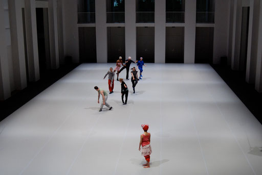 Selon - by William Forsythe; dancers: The Forsythe Company; photo: Tanja Ruehl