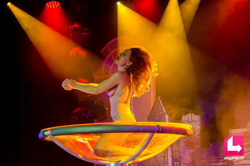 Poupoupidou Revue - by Emma Mylan; Plaza Klub Zürich; artist: Amber Topaz; photo: Christoph Gurtner