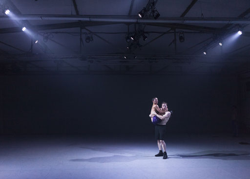 Unstern - by Moritz Ostruschnjak, Schwere Reiter, München, dancers: Antoine Roux-Briffaud, Eli Cohen; photo: Jubal Battisti