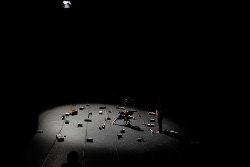 Tansu - by Yoko Ando; dancer: Yoko Ando ; photo: Tanja Ruehl