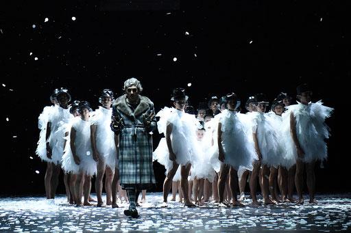 Der Nussknacker - by Tim Plegge for Hessisches Staatsballett, dancers:  Masayoshi Katori, Ensemble Hessisches Staatsballett; photo: Regina Brocke