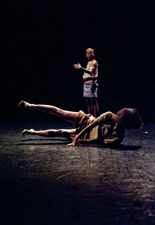 Provisional Landscapes - by Avatâra Ayuso; West Wing Theatre Slough; dancers: Sun Bee Han, Estela Merlos; photo: Pau Ros