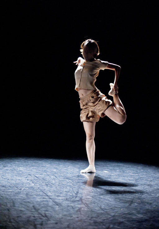 Provisional Landscapes - by Avatâra Ayuso; West Wing Theatre Slough; dancer: Sun Bee Han; photo: Pau Ros