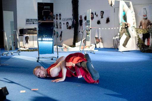 The Returns - by William Forsythe; dancer: Cyril Baldy; photo: Dominik Mentzos