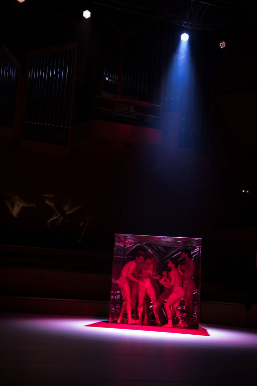 Faust Symphonie - by Matteo Carvone, Philharmonie am Gasteig, München, dancers:Amelie Lambrichts, Isabella Pirondi, Luca Phino Seixas, Javier Ubell, David Valencia, Özkan Ayik (Gärtnerplatztheater); photo: Christophe Maitrejean