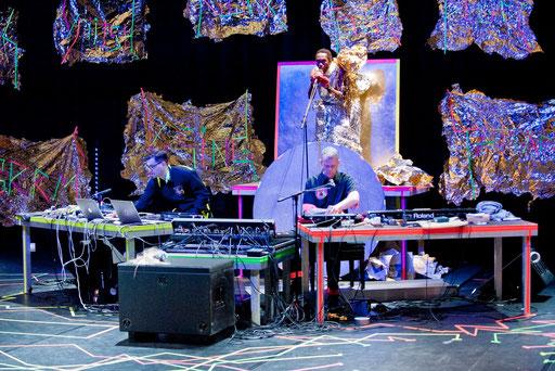 (theLID - by Ayman Harper; dancer: Jermaine Spivey; Music: Matmos; photo: Baldauf&Baldauf