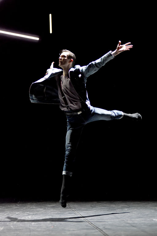 Liliom - by Tim Plegge, Hessisches Staatsballett, Staatstheater Darmstadt; dancer: Daniel Alwell, photo: Regina Brocke
