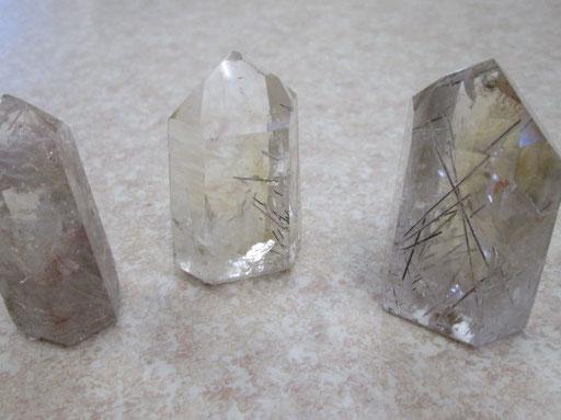 ・ルチル入り水晶六角柱