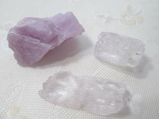 クンツァイト原石