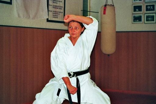 Albers, Edith | Karatetraining seit 1996 | 1.Dan 2002 bei Ochi Sensei | 2.Dan 2012 bei Ochi Sensei