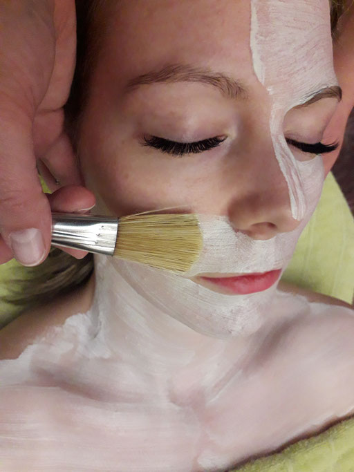 Kosmetik Linz Naturkosmetik Österreich Kosmetikstudio Gesichtsbehandlung Maske Beauty Facemask