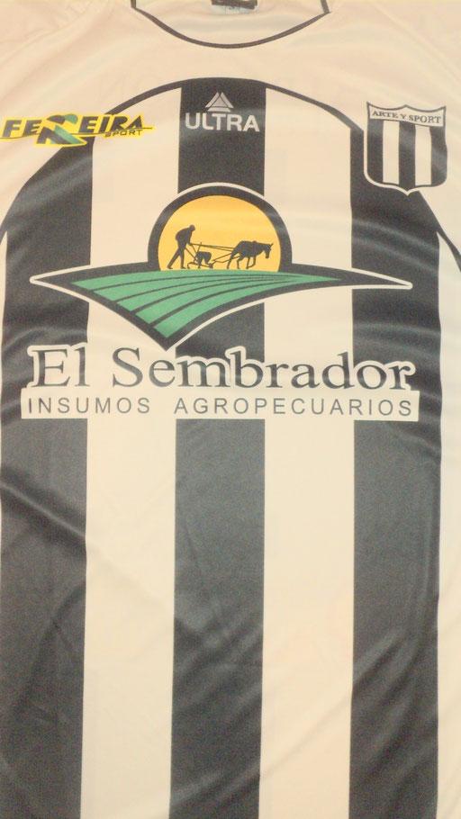Centro Blanco y Negro Felisa . I . de Alberdi - - Coronel Suarez - Buenos Aires.
