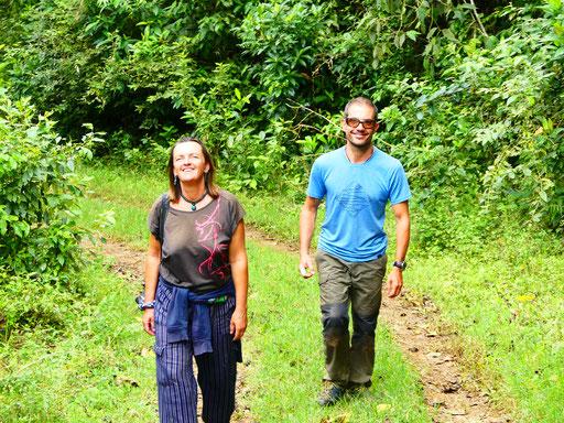 Marie et Manu, un couple de Français, voyageurs à vélo avec leur fille Lola à travers l'Amérique latine et volontaires à la Finca