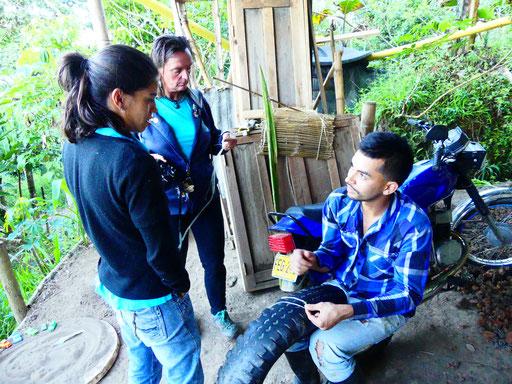 Gisela, apprenant à confectionner des sacs à base de la fibre de la plante Furcraea andina