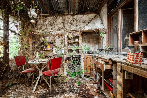 Küche in einem verlassenen Stadthaus
