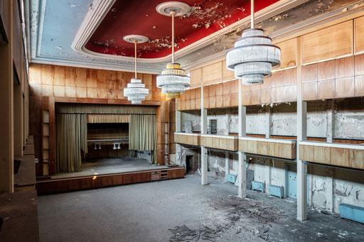 Großer Saal in einem ehemaligen Grand Hotel (Deutschland)