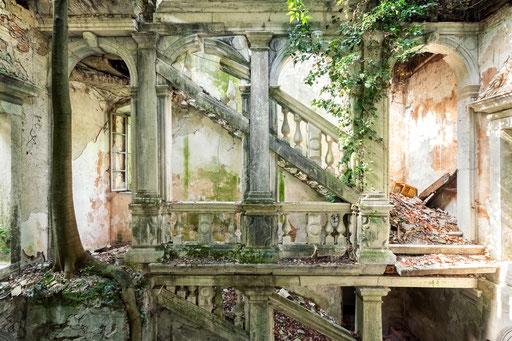 Überreste einer seit Jahrzehnten verlassenen Villa (Italien)