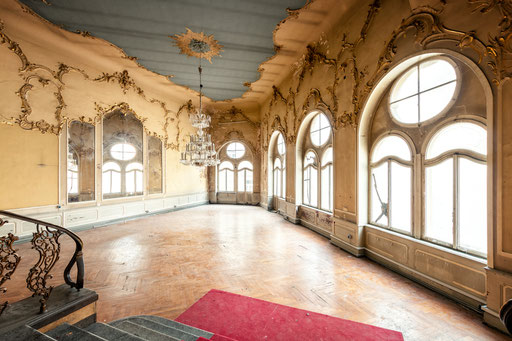 Spiegelsaal in einem verlassenen Theater (Deutschland)