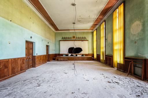 Saal in einem verlassenen Institut