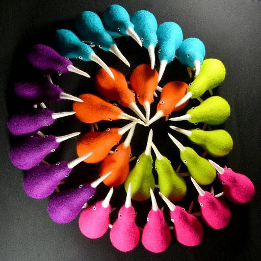 Filz-Kiwis in bunten Farben