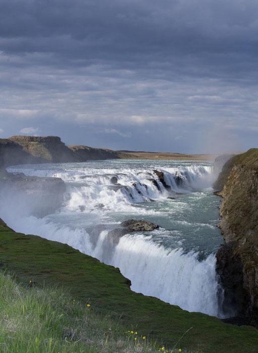 Les chutes de Gullfoss, 32m de haut et un débit de 130m3/seconde !