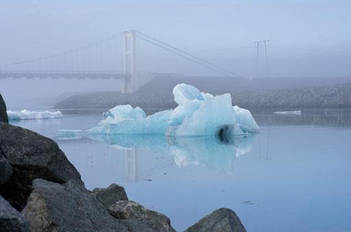 Arrivée au lac Jökulsarlon, issu du glacier Vatnajökull. Sa profondeur est de 200m !