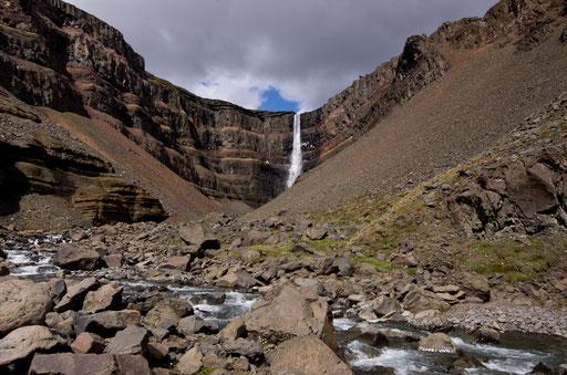 La chute de Hengifoss, 120m de hauteur !