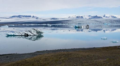 Jökulsarlon, on pourrait rester des heures à contempler les blocs de glace qui se déplacent imperceptiblement, au fil de l'eau...