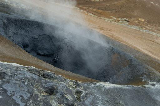Mare de boue en ébullition à Namafjall