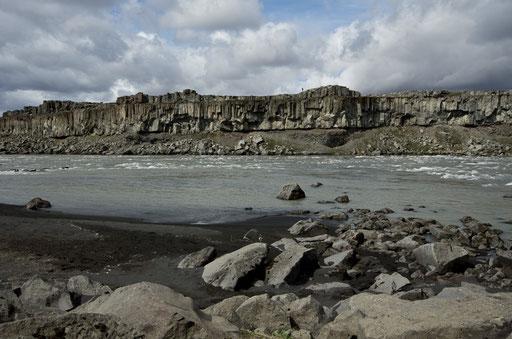 Un peu de calme entre les chutes de Selfoss et Dettifoss