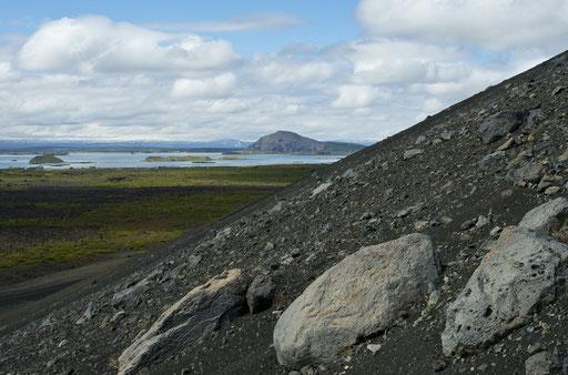 La montée vers le cratère Hverfjall, près du lac Myvatn