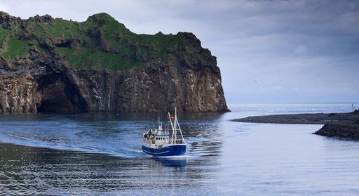 Entrée au port de Heimaey, seule île habitée de l'archipel qui en compte une quinzaine