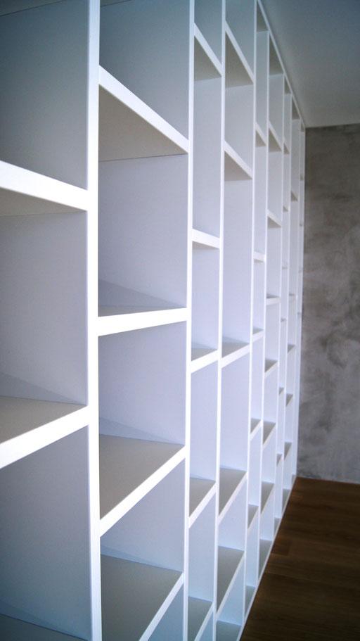 Bücherregal weiss matt lackiert