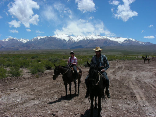 Von Nina und ihren Eltern erhalten wir die Einladung zu einem Pferdeausritt