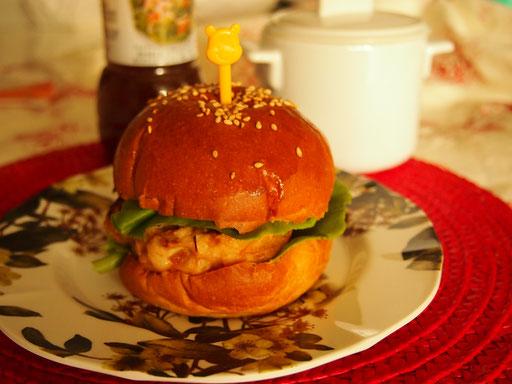 ハンバーガー バンズはもちろんハンバーグも一緒に作ります