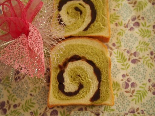 うずまき抹茶あん食パン(1斤) あんこ、白生地、抹茶生地の3層で食パンを作ります ★★
