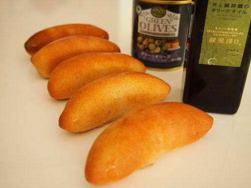 オリーブのパン(1個に4粒もオリーブが入った贅沢なハード系のパンになります)
