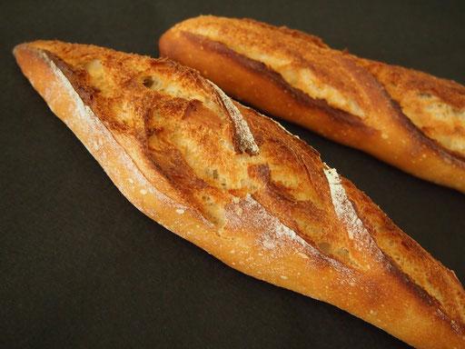バゲット(バリっと焼けたハード系のパンです)