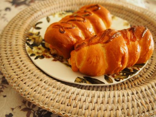 ちくわパン 北海道ではメジャーなちくわパン、ちくわの中にツナとオニオン、マヨが入ってます ★★