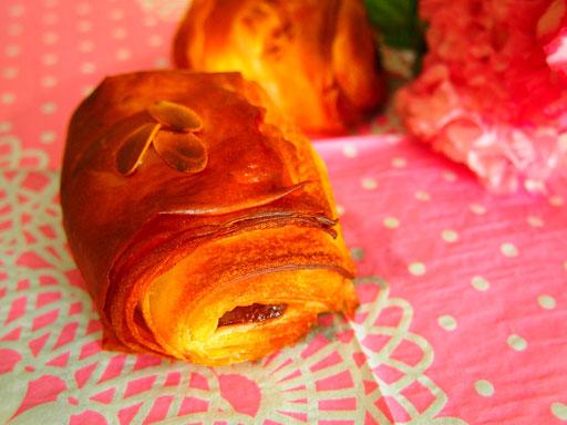 パン・オ・ショコラ(デニッシュ生地にチョコレートが入ったパンです)