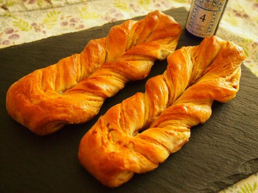 メープルツイスト6本(メープルシートを作り、ふわふわ甘い生地の食べやすいパンです)★★