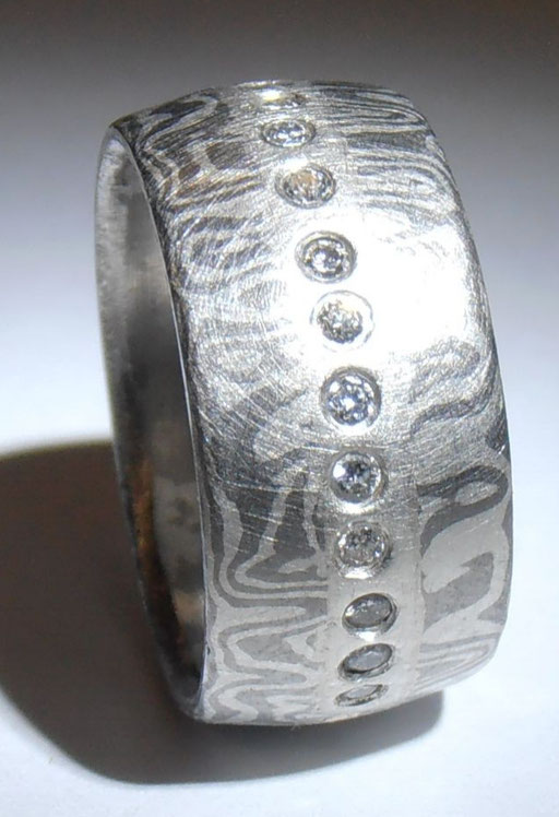 Mokume Gane Ring mit 28 Brillianten