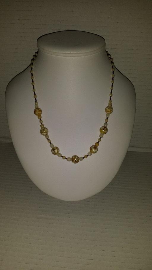 N° 20 Collier en Cristal  et perles de  nacres de coquillages